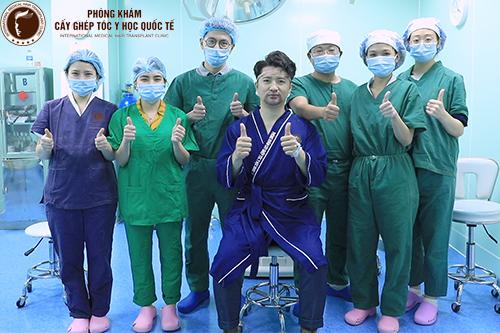 Hình ảnh Diễn viên, Đạo diễn Trọng Hưng ngay sau buổi Cấy râu tự thân tại 38 Nguyễn Du, HBT, HN.